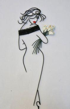 05-Teodosio-Sectio-Aurea-Wire-Art-Drawings-www-designstack-co