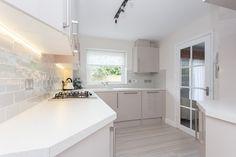 Image Gloss Kitchen makes this compact kitchen light and airy. Gloss Kitchen, German Kitchen, Compact Kitchen, Kitchen Images, Bespoke Kitchens, Kitchen Lighting, Kitchen Design, Home Decor, High Gloss Kitchen