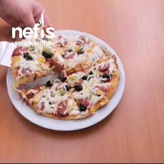 15 Dakikada Tavada Pizza - Nefis Yemek Tarifleri Hawaiian Pizza, Vegetable Pizza, Gluten, Vegetables, Ali, Food, Veggie Food, Ant, Vegetable Recipes