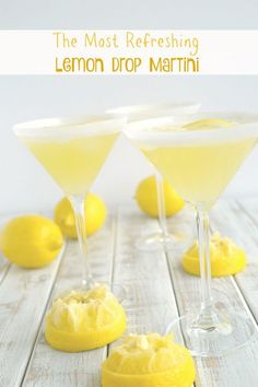 The perfect lemon drop martini should be refreshingly tart, not cloyingly sweet. Lucky for you, this is The Most Refreshing Lemon Drop Martini! Give it a try soon. Lemon Vodka Drinks, Lemon Martini, Limoncello Drinks, Liquor Drinks, Cocktail Drinks, Cocktail Recipes, Dinner Recipes, Best Martini Recipes, Brunch Buffet