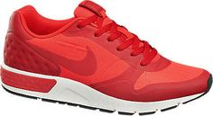 Der Sneaker NIKE NIGHTGAZER der Marke Nike für 79,90€ bei #Deichmann trumpft mit einer besonders hochwertigen Materialkombination auf. Er ist aus rotem Synthetik-Mesh. Der gepolsterte Fersenbereich und die komfortable, griffig profilierte Sohle sorgen für ein angenehmes Lauf- und Tragegefühl. Blickfang: das große Logo auf der Außenseite.