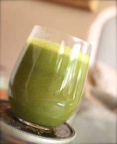 Green Lemonade Smoothie (kale, romaine, apples & lemons)  ** Serves one    2 handfuls of kale  3 juiced lemons [ my preference: Meyer lemons from Metro Market]   3 handfuls of romaine lettuce  3 granny smith apples  Combine all ingredients in a juicer and mix