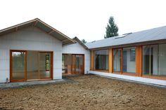 maison K . Extension, Garage Doors, Shed, Villa, Outdoor Structures, House Design, Cabin, Outdoor Decor, Lps