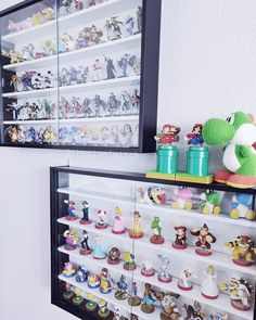 My Amiibo shelves! I got all the Smash Amiibos, only the second version of Cloud and Bayonetta is missing but I can& find them h. Amiibo Display, Game Loft, Gamer Bedroom, Video Game Rooms, Video Games, Organization Skills, Display Shelves, Display Ideas, Display Cases