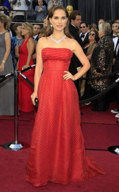 Natalie in red polka dots at the Oscars #NataliePortman #Oscars #Fashion #Gown