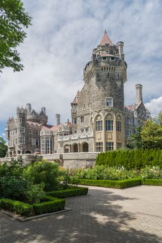 Casa Loma Exterior by Doug Wickens Toronto Canada Beautiful Castles, Beautiful Buildings, Beautiful Places, Palaces, Canada, Places Around The World, Around The Worlds, Castle House, Exterior