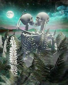Skullnique/Skull products for skull lovers Skeleton Pics, Skeleton Love, Dark Fantasy Art, Dark Art, Skull Couple Tattoo, Foto Iman, Art Of Dan, Moon Witch, Creepy Pictures
