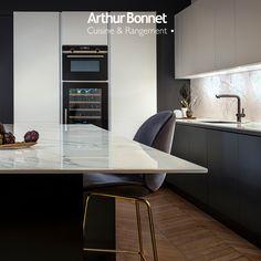 Envie d'une cuisine qui ne ressemble à aucune autre ? Imaginez-la avec votre concepteur-décorateur Arthur Bonnet ! Cocinas Kitchen, Happy Kitchen, Kitchen Worktop, Modern Kitchen Design, Sweet Home, Dining Room, Interior, Furniture, Goals