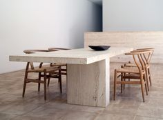 Villa Neuendorf in Majorca by John Pawson & Claudio Silvestrin. - Villa Neuendorf in Majorca by John Pawson & Claudio Silvestrin. Home Interior, Interior Architecture, Interior Design, Ancient Architecture, Sustainable Architecture, Landscape Architecture, Dining Area, Dining Chairs, Dining Room