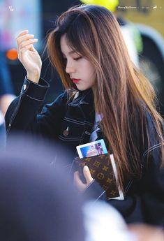 Kpop Girl Groups, Korean Girl Groups, Kpop Girls, Fandom Kpop, Kpop Outfits, Airport Style, New Girl, K Idols, Fashion Advice