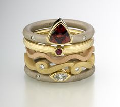 Sequentials set of gold and stone rings