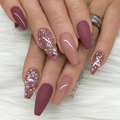 nails pink and gold - nails pink . nails pink and white . nails pink and black . nails pink and blue . nails pink and gold Glitter Mode, Nagellack Trends, Burgundy Nails, Dark Pink Nails, Nail Pink, Acrylic Nail Art, Acrylic Nails Coffin Glitter, Rose Gold Glitter Nails, Acrylic Nails Autumn