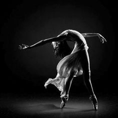 dancer in black and white    (amazing photos)