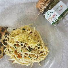O que tem pra jantar aí? Aqui teve spaghetti de palmito pupunha com bacon chips e um toque especial de ervas! Nhac!  #terraamor #temperonatural #temperoorganico #spaghettidepupunha #ervasfrescas #ervas #comidadeverdade #tempero #lowcarb #salmarinho #alimentacaosaudavel #eatclean #healthylife