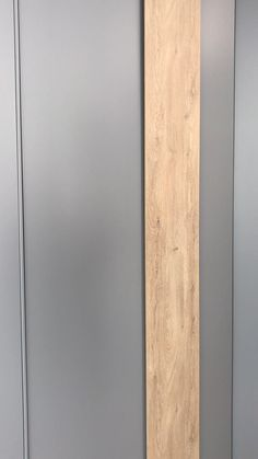 Schrank nach Maß - Showroom - Farben unseres Kataloges (Standard) - NCS S-4502-B und laminat Rovere Nodato Wardrobe Door Designs, Wardrobe Design Bedroom, Luxury Bedroom Design, Diy Wardrobe, Bedroom Furniture Design, Wardrobe Doors, Home Room Design, Closet Designs, Bedroom Door Design