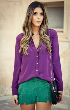 como usar ultra violet a cor de Como usar a cor violeta. looks com ultra violet a cor de 2018 segundo a pantone. Looks camila coelho. Look usando roxo. Look usando roxo. como combinar roxo e verde. look com camisa. cabelo com ombré Style Désinvolte Chic, Ladylike Style, Style Casual, Look Chic, Casual Chic, Casual Looks, Purple Fashion, Colorful Fashion, Look Fashion