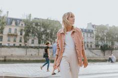 veste-en-jean-rose-pantalon-jogging-et-derbies-dorees-i-sp4nkblog-8
