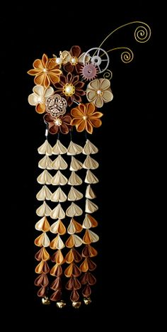 Tsumami Kanzashi in Steampunk! always loved Kanzashi and want to make my own one day Cloth Flowers, Diy Flowers, Fabric Flowers, Japanese Culture, Japanese Art, Fleurs Kanzashi, Japanese Hairstyle, Japanese Beauty, Hair Ornaments