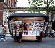 Designer Thomas Heatherwick of Heatherwick Studio has completed a series of brass newspaper kiosks in London. Kiosk Design, Retail Design, Urban Furniture, Street Furniture, Mall Kiosk, Thomas Heatherwick, Food Kiosk, Booth, Pop Up Shops