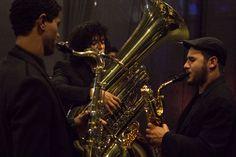 """A Orquestra Furiosa do Auditório, regida pelo maestro Nailor """"Proveta"""", acompanhada pela gaita do produtor musical e arranjador Rildo Hora, foram responsáveis por abrir o show de lançamento do Sambabook Zeca Pagodinho em São Paulo."""