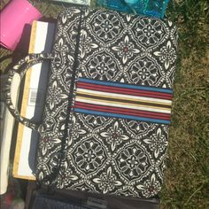 Vera Bradley laptop case Nw/oT comes with shoulder strap. Paid over $80. Vera Bradley Accessories