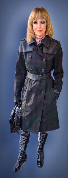 Fluidr / photos and videos Blouse And Skirt, Tie Blouse, Double Breasted Trench Coat, Raincoats For Women, Vintage Leather, Black Backgrounds, Vintage Fashion, Photos, Classy