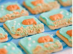 Store-bought shortbreads, aqua icing, Pepperidge farm goldfish cookies, cookie crumbs, and a few white cookie decorations - voila! Pepperidge Farm Cookies, Pepperidge Farm Goldfish, Fun Snacks For Kids, Kids Meals, Cookie Frosting, Vanilla Frosting, Fish Cookies, Cookie Crumbs, Graham Crackers