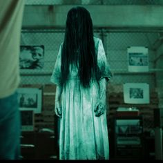 How you can make your own Samara Morgan costume from The Ring. This is a great horror movie costume ideal for fancy dress, even better for halloween Scary Girl Costumes, Scary Kids Halloween Costumes, Horror Movie Costumes, Halloween Outfits, Horror Costume, Halloween Makeup, Horror Em Amityville, Samara Morgan, Creepy Kids