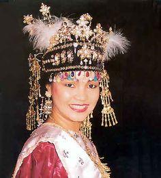 traditional maluku wedding headgear