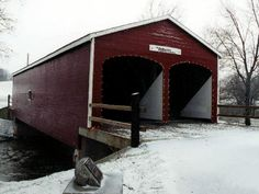 (Roberts Covered Bridge, 79', 1829, Burr Arch double barrel truss, closed to motor traffic, 35-68-05) across Seven Mile Creek in Crystal Lake Park in Eaton, Preble County, Ohio. US127 S. 0.25 miles from jct with US35 in Eaton, W. on St. Clair St. 0.1 miles, N. on Beech St. 150' to the bridge on the W. side of the road. (N39 44.430 W84 38.322) Photo by Mike MacCarter 01-2001.