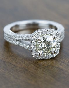 Simply stunning! Would you wear this gorgeous platinum diamond engagement ring?