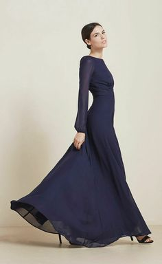 Love the colour and shape of this Veronica dress by @reformation so chic and elegant, but utterly sexy too. Long sleeves are so beautiful on bridesmaids.