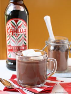 Kahlua Peppermint Cocoa with Homemade Hot Cocoa Mix Recipe Kahlua Recipes, Chocolate Recipes, Hot Chocolate, Drink Recipes, Christmas Drinks, Christmas Baby, Christmas Ideas, Merry Christmas, Hot Cocoa Mixes