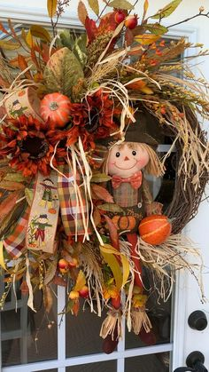 Thanksgiving Wreaths, Autumn Wreaths, Holiday Wreaths, Wreath Fall, Thanksgiving 2020, Retro Christmas Decorations, Christmas Fabric Crafts, Fall Crafts, Wreath Crafts