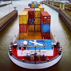 """#maasbracht #binnenvaart #sluis #inlandshipping #instaquay #instalogistics #instamaritime #maas #mstriangle #containervessel #koppelverband"""