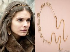"""In the episode (""""Burn"""") Lady Kenna wears this sold out Cécile Boccara via BHLDN Elderflower Halo.Worn with Stella & Dot earrings. Rhinestone Jewelry, Beaded Jewelry, Kenna Reign, Lady Kenna, Reign Hairstyles, Stella And Dot Earrings, Reign Fashion, Flower Girl Headbands, Fantasy Jewelry"""