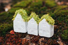 Moss techo arcilla casa miniatura hecho a mano