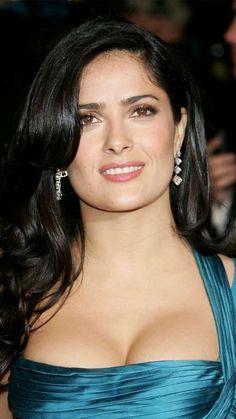 La actriz mexicana es conocida por sus escotes de impacto, y lució un hermoso vestido durante la fie... - Copyright (c) 2015 Telemundo.