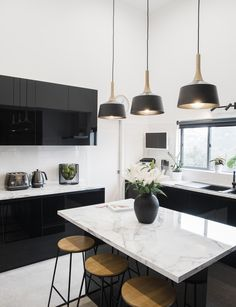 18 top Black and White Kitchen Interior Design Photography can fully change your house's decor. Take a look at this list for the most beautiful ones that need little care! Kitchen Room Design, Modern Kitchen Design, Home Decor Kitchen, Interior Design Kitchen, New Kitchen, Kitchen Taps, Interior Modern, Kitchen Corner, Decorating Kitchen