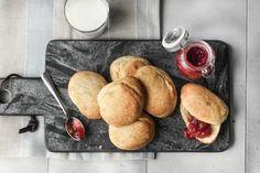 10 herlige langpannekaker Griddles, Griddle Pan, Scones, French Toast, Food And Drink, Baking, Breakfast, Baking Soda, Marmalade