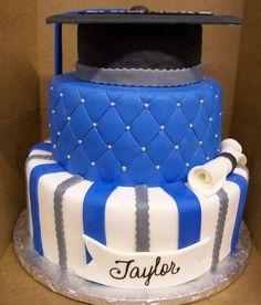 graduation cakes   Blue  Silver Graduation Hat cake