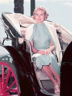 """gatabella: """" Grace Kelly """" I love this photo so much. Not sure if I've ever seen it zoomed in like this before (yay)! I also love her outfit."""