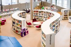 Slimline Radius Shelving allows creation of space-efficient curved shelving to create environmental spaces.