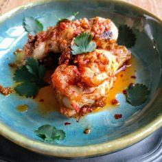 Michèle's keuken - Kippendijen met harissa Catering, Eggs, Breakfast, Food, Cilantro, Morning Coffee, Catering Business, Gastronomia, Essen