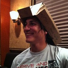 ohh jaime another strange picture of you :) Pierce The Veil, Jeremy Davis, Jaime Preciado, Death Cab For Cutie, Tony Perry, Dallon Weekes, Mikey Way, Sleeping With Sirens, Motionless In White