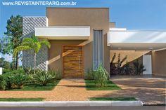 O contraste de cores, texturas e volumes marca a arquitetura da fachada, com piso em petit-pavet caramelo