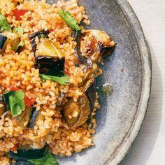 Palestinian Bulgur, Tomato, and Aubergine Pilaf Recipe Aubergine Recipe, Palestinian Food, British Dishes, Pasta, Latest Recipe, Light Recipes, Side Dishes, Veggies, Stuffed Peppers
