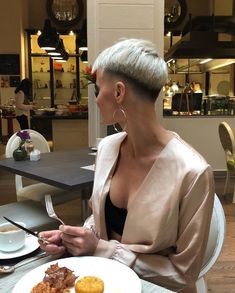 Very Short Pixie Cuts, Short Hair Cuts, Short Hair Styles, Short Hair Undercut, Undercut Hairstyles, Crop Haircut, Pixie Haircut, Short Blonde, Girl Short Hair