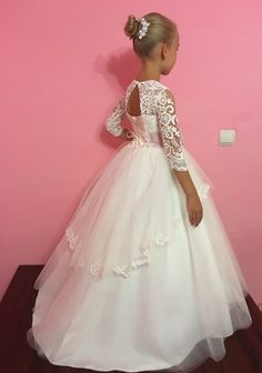 Please read our store policies before placing your order here https://www.etsy.com/ru/shop/Butterflydressua/policy Beautiful white or ivory flower girl dress with multilayered skirt, corset with lace applique, zipper and lacing. Item material: upper layer of the skirt- tulle with lace applique middle layer of the skirt- tulle lower layer of the skirt- taffeta corset- satin with lace applique Dress color: ivory white Color of the sash: ivory blush pink red ice blue royal blue navy ...