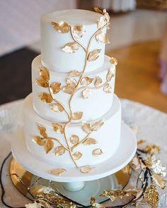 Vanilla flavoured cake with edible gold fondant leaves. Photo found on web. Location: Unknown _________________________________ . . . . #Weddingday #Weddingphoto #Weddingideas #Foodie #Cake #Weddingcake #Yummy #Ilovefood #Dessert #Chef #Weddingplanner #Weddingcatering #Catering #Cakeinspiration #Cakestagram #Futuremrs #Cupcakes #Eating #Shesaidyes #Engaged #Engagedlife #Eventplanner #Luxurywedding #evedeso #eventdesignsource - posted by Sweet Pink Signature Cakes…